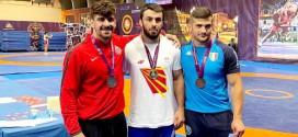 """(ВИДЕО) Нуров со """"тешкички туш"""" до совлада борачот од Канада за злато на турнирот во Италија"""